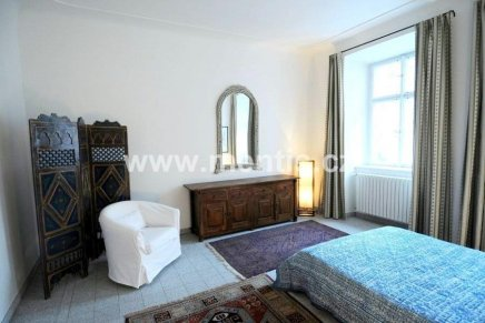 Rent of luxurious fully furnished 2-bedroom apartment with two bathrooms in Mala Strana